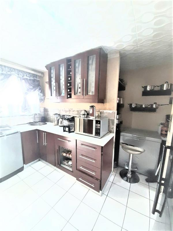 Property For Sale in Newlands West, Newlands 11