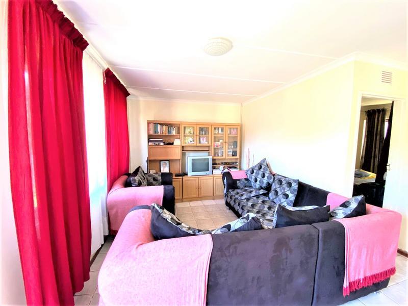 Property For Sale in Umlazi R, Umlazi 9