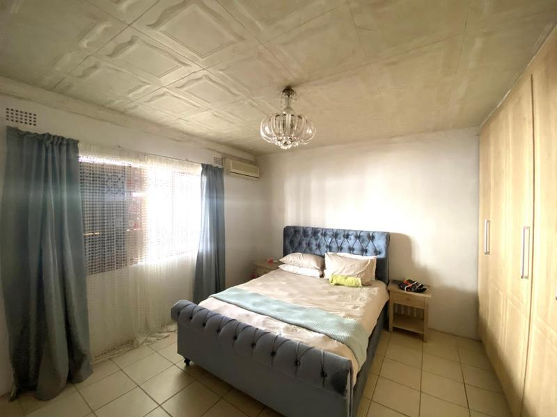 Property For Sale in Wyebank, Kloof 3
