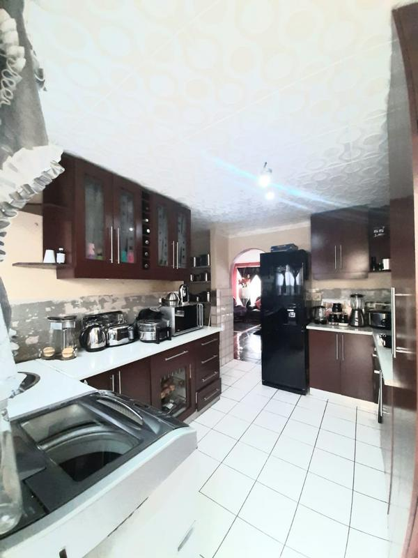 Property For Sale in Newlands West, Newlands 3